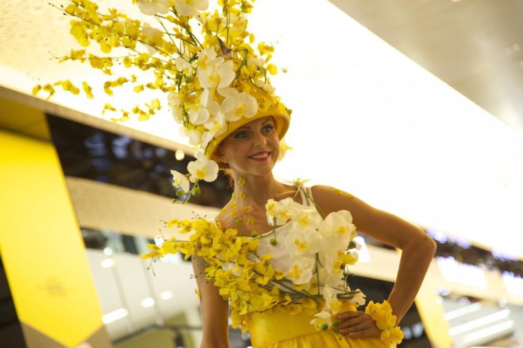 flower stilts yellow